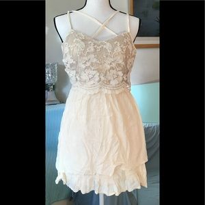 🚼Hollister shiny cream dress with lace & lining S